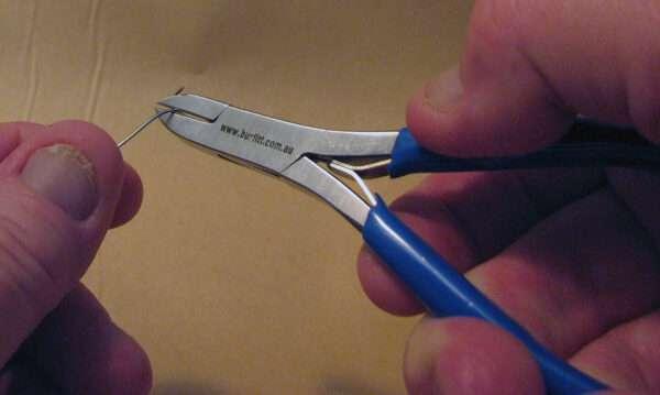 diagonal cutter cutting wire