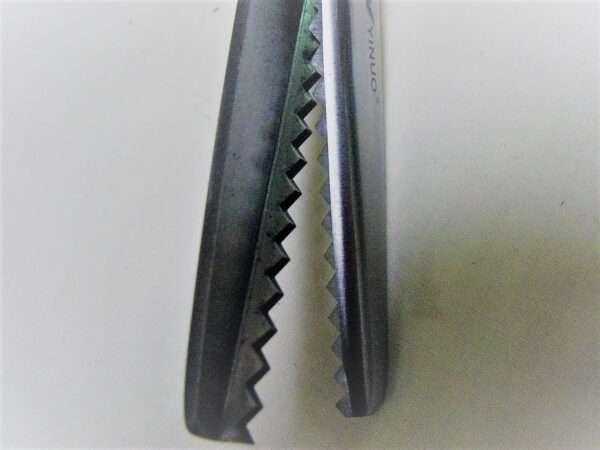 pinking scissor close up 1